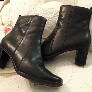CROFT & BARROW BLACK LEATHER ANKLE BOOTS, SIZE 7.5